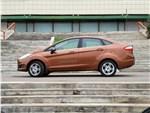 Ford Fiesta sedan 2015 вид сбоку