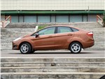 Ford Fiesta - Ford Fiesta sedan 2015 вид сбоку