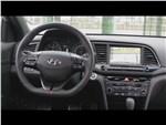 Hyundai Elantra Sport 2017 водительское место