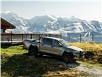 Toyota HiLux - Toyota Hilux (2021) вид сбоку