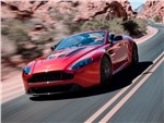 Aston Martin V12 Vantage S 2015 вид спередим сбоку