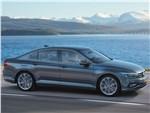 Volkswagen Passat - Volkswagen Passat 2020 вид сбоку