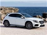 Mercedes-Benz GLA45 AMG 2018 вид спереди сбоку