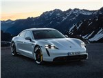 Porsche Taycan - Porsche Taycan 2020 вид спереди