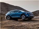 Audi e-tron - Audi e-tron 2020 вид спереди сбоку