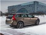 Volvo V60 Cross Country - Volvo V60 Cross Country 2015 вид сбоку сзади