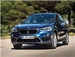 BMW X1 2016 вид спереди синий