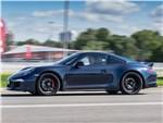 Porsche 911 Carrera 4 GTS - Porsche 911 Carrera 4 GTS вид сбоку