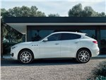 Maserati Levante 2017 вид сбоку