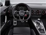 Audi TT RS Coupe 2017 водительское место