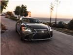 Lexus LS500 2017 вид спереди