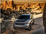 Jeep Grand Cherokee - Jeep Grand Cherokee Trailhawk 2017 вид спереди сверху