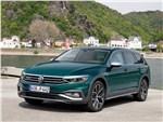 Volkswagen Passat Alltrack - Volkswagen Passat Alltrack 2020 вид спереди