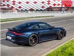 Porsche 911 Carrera 4 GTS вид сзади