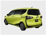 Toyota Sienta 2015 вид сзади