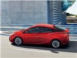 Toyota Prius 2016 вид сбоку