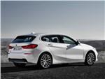 BMW 1-Series 2020 вид сбоку сзади