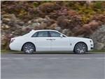 Rolls-Royce Ghost (2021) вид сбоку