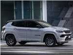 Jeep Compass (2022) вид сбоку