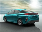 Toyota Prius Prime 2017 вид сзади сбоку