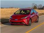 Toyota Prius - Toyota Prius 2019 вид спереди