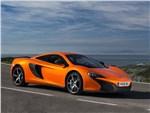 McLaren 650S - McLaren 650S 2014 вид спереди оранжевый