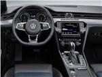 Volkswagen Passat GTE - Volkswagen Passat GTE 2015 водительское место