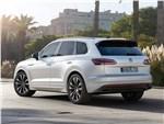 Volkswagen Touareg - Volkswagen Touareg 2019 вид сбоку сзади