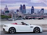 Aston Martin Vantage Roadster - Aston Martin Vantage Roadster 2013 вид сбоку