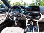 BMW 5 series - BMW 5 2017 салон