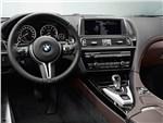 BMW M6 Gran Coupe - BMW M6 Gran Coupe 2013 водительское место