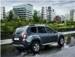 Dacia Duster 2014 вид сзади 3/4