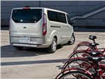 Ford Tourneo Custom 2013 вид сзади