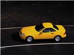 Mercedes-Benz SLK первое поколение вид сбоку с закрытой крышей