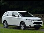 Mitsubishi Outlander Commercial 2013 вид спереди 3/4