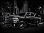 Dodge Ram 1500 Black Express 2013 вид спереди 3/4 на фоне