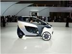 Toyota i-Road concept 2013 вид сбоку