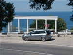 Opel Zafira Tourer 2012 вид сбоку