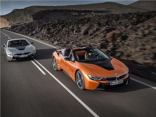 BMW обновила i8 и показала его открытую версию