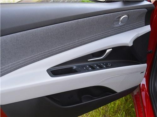 Hyundai Elantra (2021) дверь