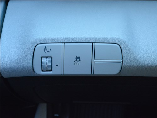 Hyundai Elantra (2021) кнопки