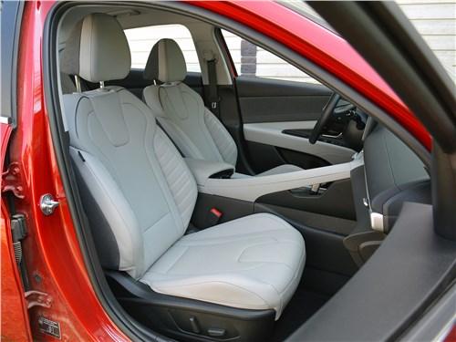 Hyundai Elantra (2021) передние кресла