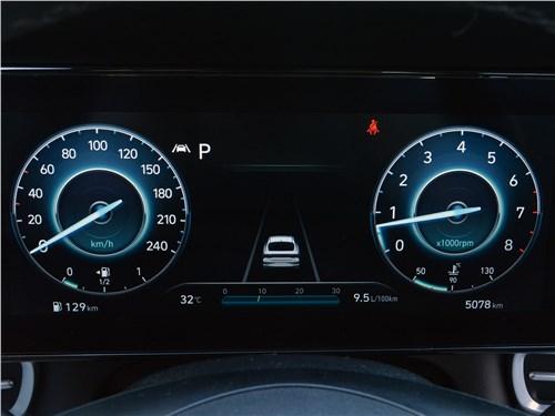 Hyundai Elantra (2021) приборная панель