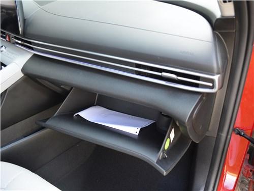 Hyundai Elantra (2021) бардачок