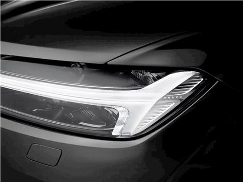 Volvo XC60 2018 передняя фара