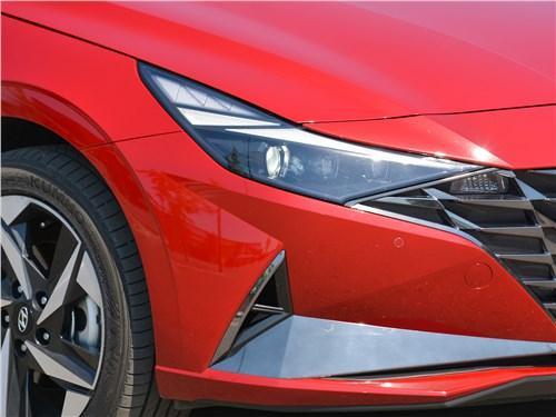 Hyundai Elantra (2021) передняя фара