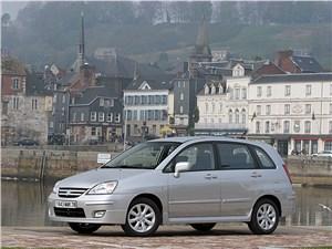 На стыке жанров (Chrysler PT Cruiser, Seat Altea, Suzuki Liana, Volkswagen Golf Plus) Liana - Suzuki Liana хэтчбек 2004 вид спереди слева