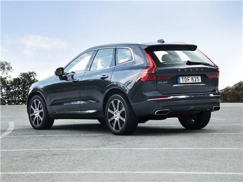 Volvo XC60 2018 вид сбоку сзади