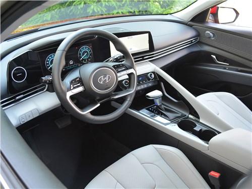 Hyundai Elantra (2021) салон