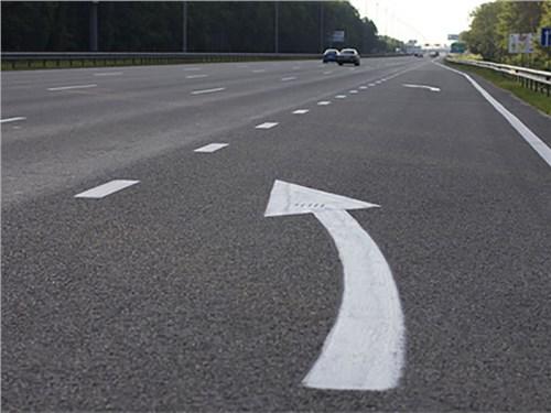В Госдуме предложили закрепить в ПДД правила проезда сужений дорог
